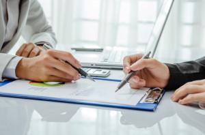 Bei einer Lebensversicherung ist eine Rückabwicklung - also ein Widerruf - in bestimmten Fällen möglich.