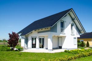Eine größere Investition wie ein Hausbau kann einen Verkauf einer Lebensversicherung rechtfertigen.