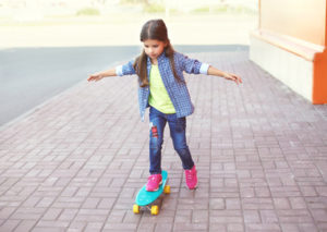 Die Risikolebensversicherung kann ein Kind finanziell absichern, wenn die Eltern sterben sollten.